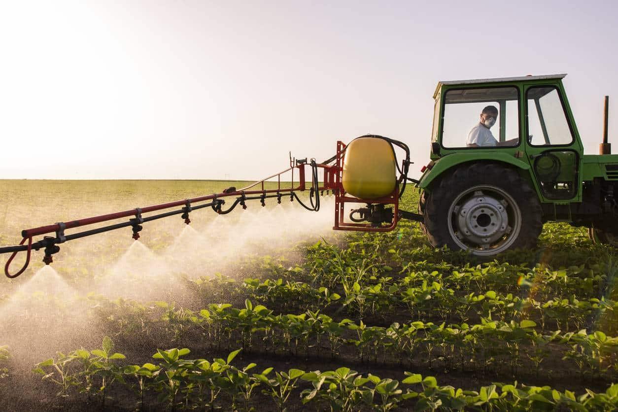pulvérisation d'un champ agricole